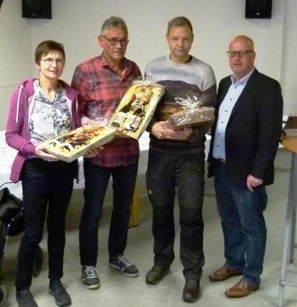 Sportabzeichenprüfer-Aloysia-Wegmann-Helmut-Poggemann-und-Ingo-Schulte